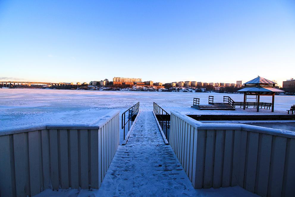 Essinge konferenscenter ligger på vackra Stora Essingen vid Mälarens strand, ett stenkast från Stockholm city