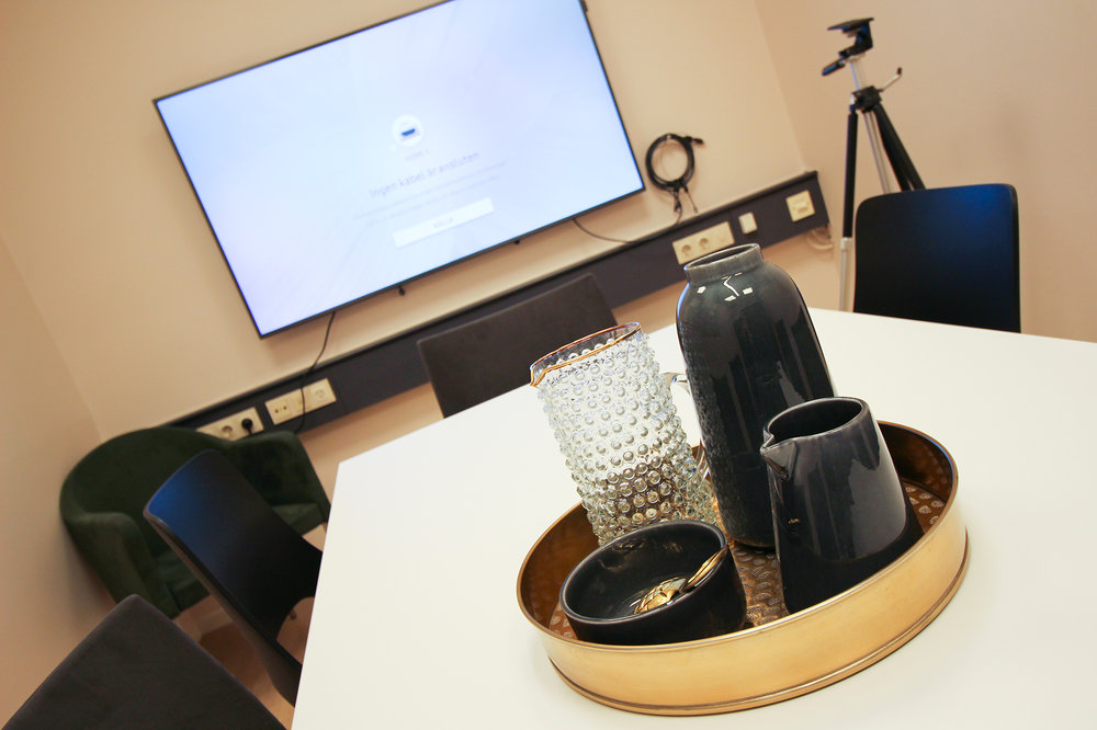 En liten konferenslokal i Stockholm.
