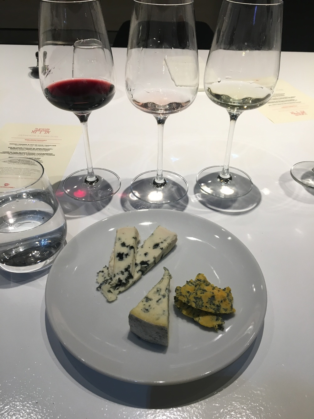 A French thing: finishing with cheese. Does not fail to disappoint me, I love to end a good meal with something sweet...