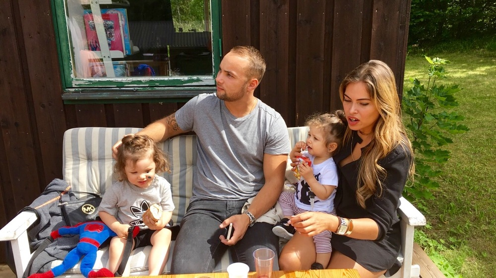 Carolline and Simon with their adopted kids (for the day) . Caro looking pretty milfie I must say!