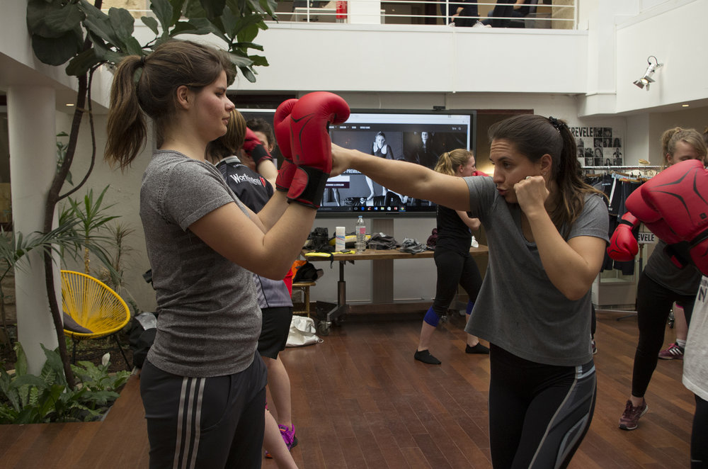 Showing how to punch in a straight angle. Révèle tights and top