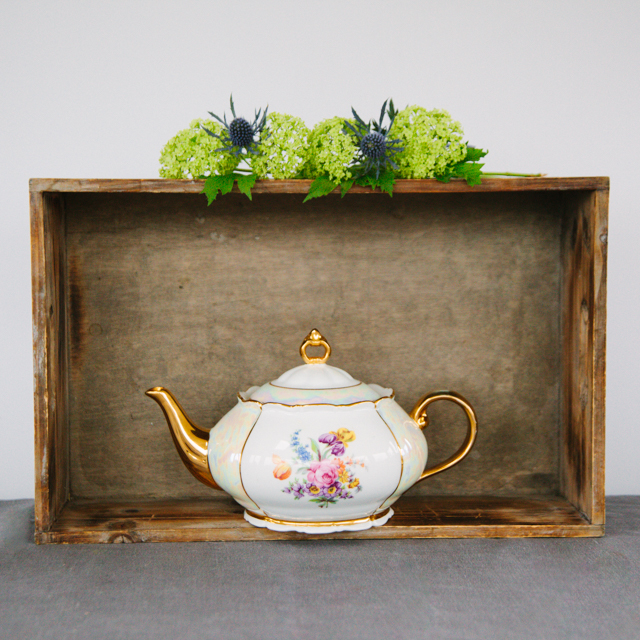 TEAPOTS & COFFEE POTS - MIXED FLOWERS WITH GOLD DETAIL TEAPOT - large