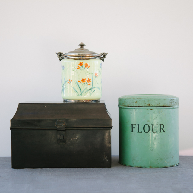 VINTAGE & RETRO TINS - ANTIQUE LIGHT GREEN BISCUIT TIN