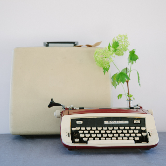 ODDS 'N' ENDS - VINTAGE TYPEWRITER WITH CASE