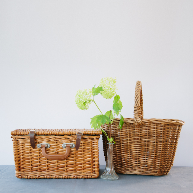 ODDS 'N' ENDS - VINTAGE WICKER PICNIC BASKET WITH ACCESSORIES