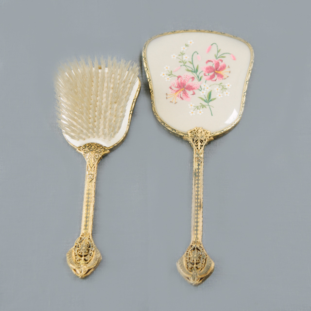 ODDS 'N' ENDS - VINTAGE BRUSH & HAND MIRROR SET