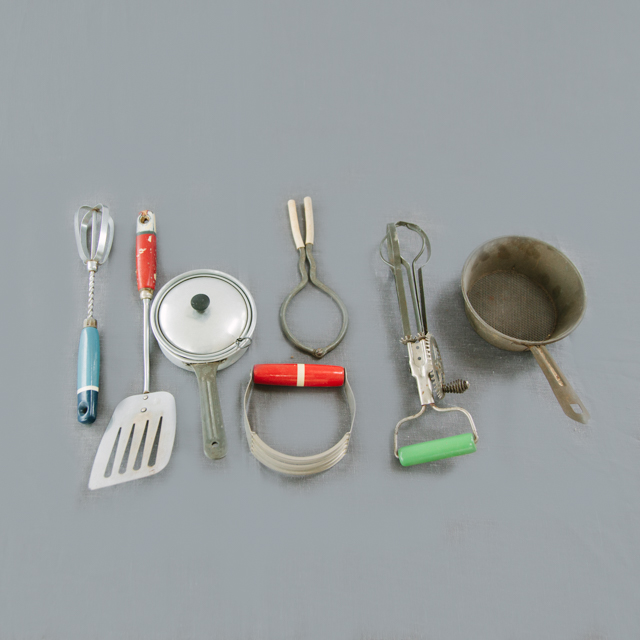 ODDS 'N' ENDS - ASSORTED VINTAGE, RETRO & ANTIQUE KITCHEN UTENSILS