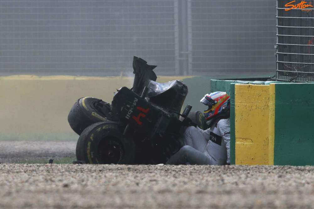 Alonso exits his stricken McLaren - Honda