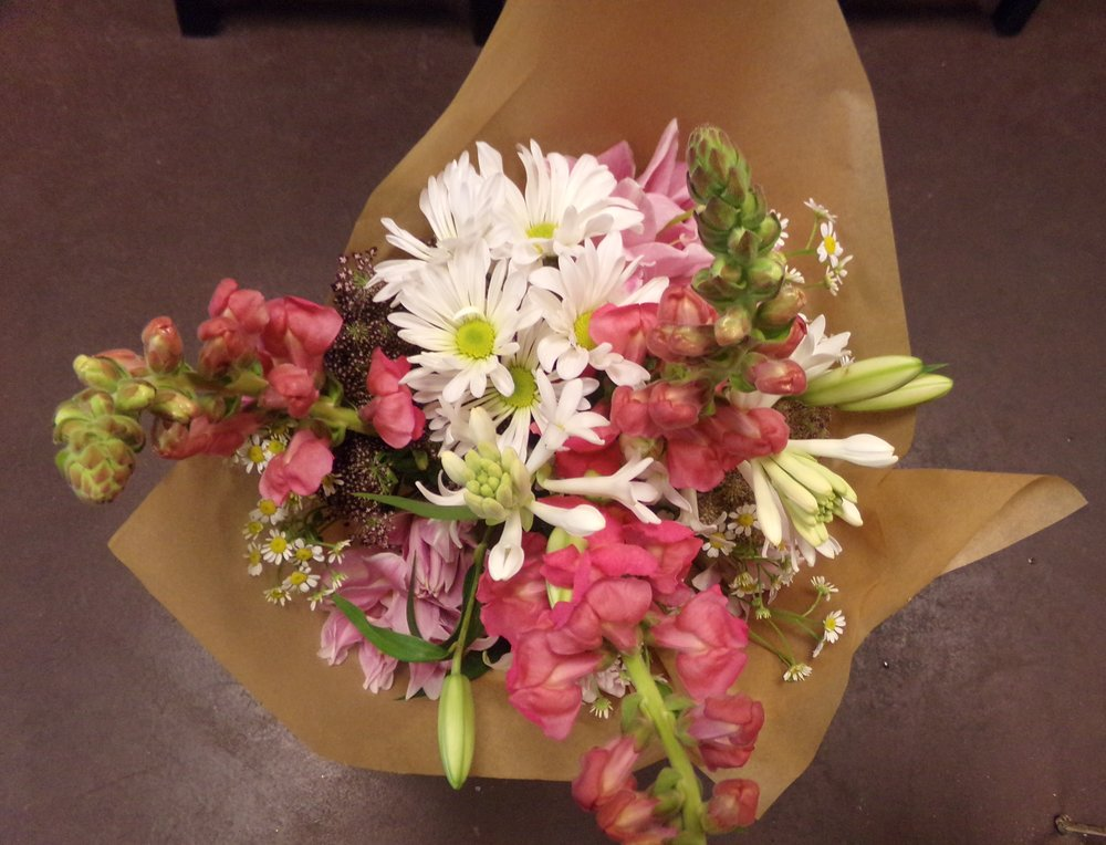 wrapped bouquet 101_1760.jpg