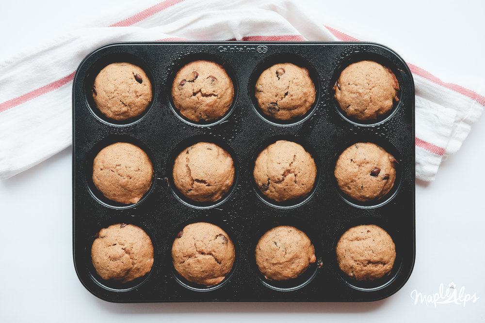 Banana Chocolate Chip Muffins (vegan) | www.maplealps.com