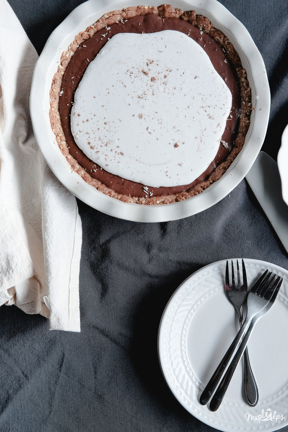 Chocolate Cream Pie (vegan + gluten free) | www.maplealps.com