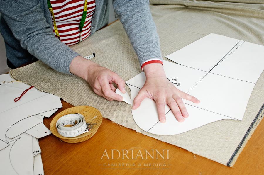 ADRIANNI Camisería - ejemplo de marcaje y corte de camisa a mano