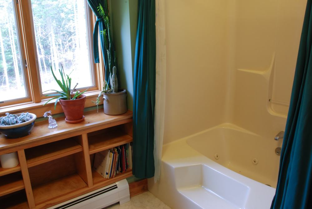 Upstairs bathroom with large jetted tub