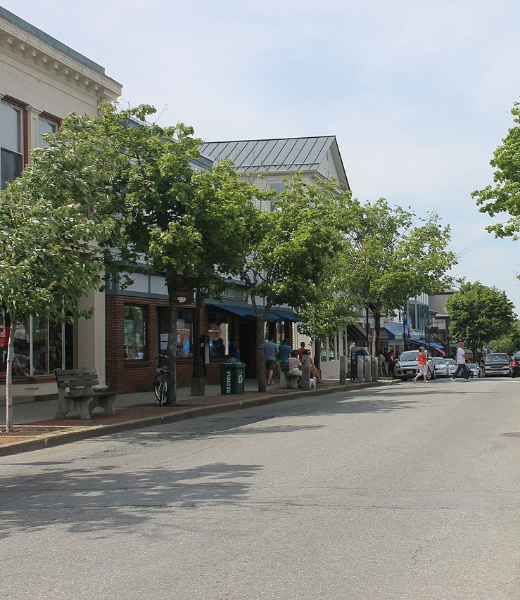 The town of Bar Harbor is moments away and offers great shopping and restaurants.
