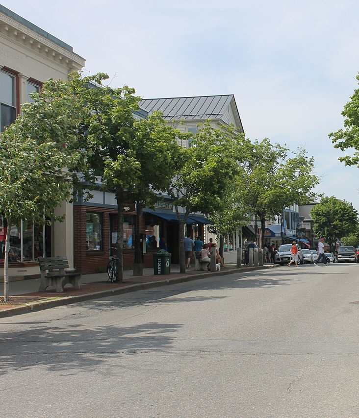 Bar Harbor's downtown area features great shopping and food!