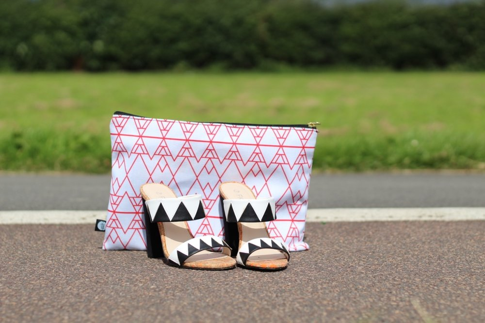 BLIK CLUTCH BAG & MATALAN HEELS