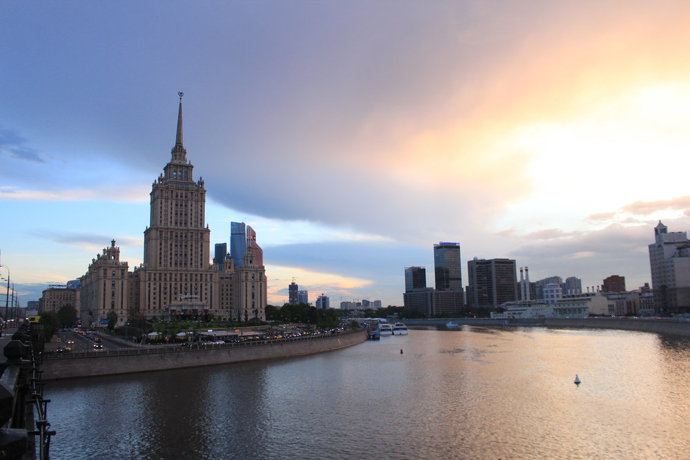 A cloudy sunset over the Moscow River