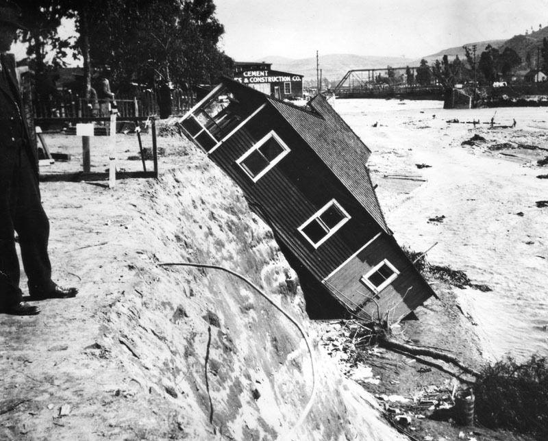00019244.0 - structure in flood.jpg