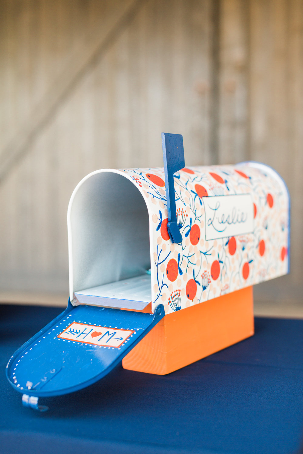Cute mailbox card holder that matches the wedding decor with their new last name on it! Love this idea.