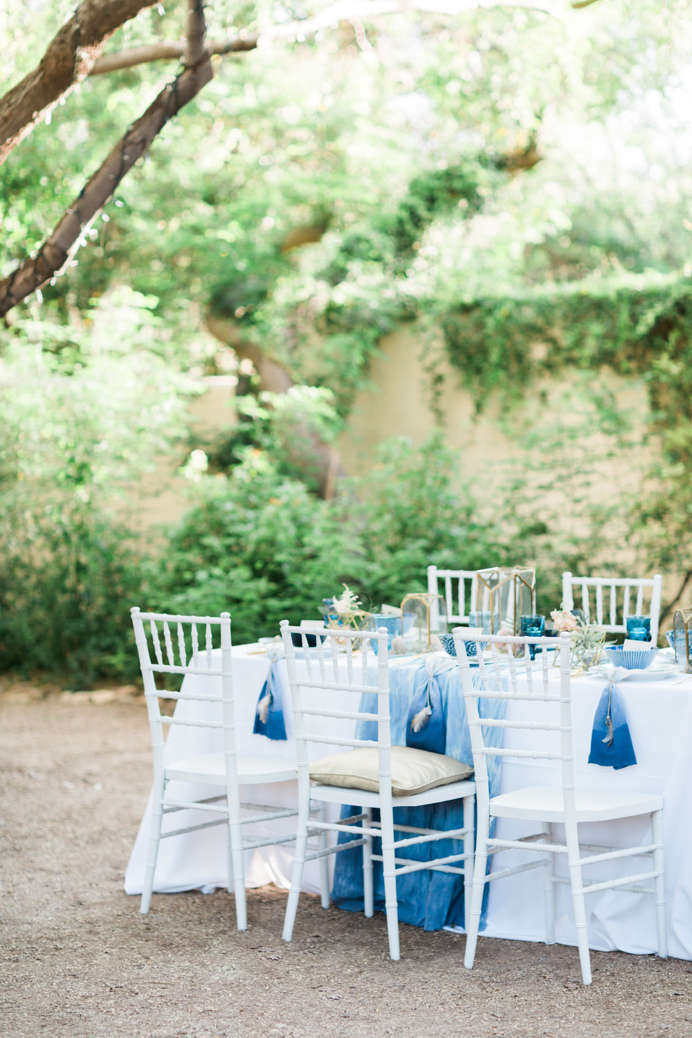 Indigo bohemian wedding at Tohono Chul Gardens by Tucson Wedding photographers Betsy & John