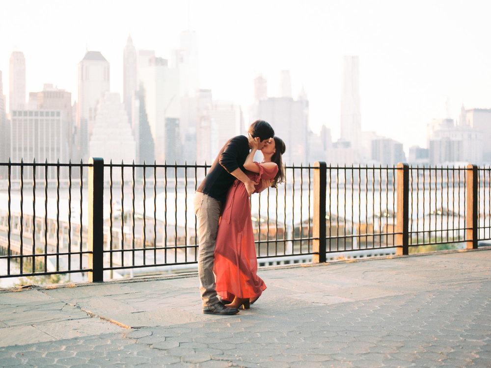 dip-kiss-brooklyn-heights-engagement.jpg