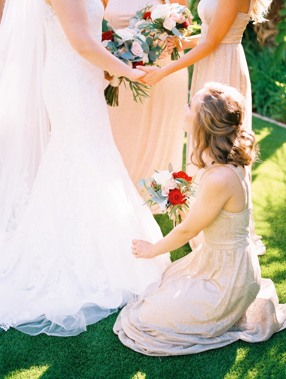 bridesmaids-with-bride.jpg