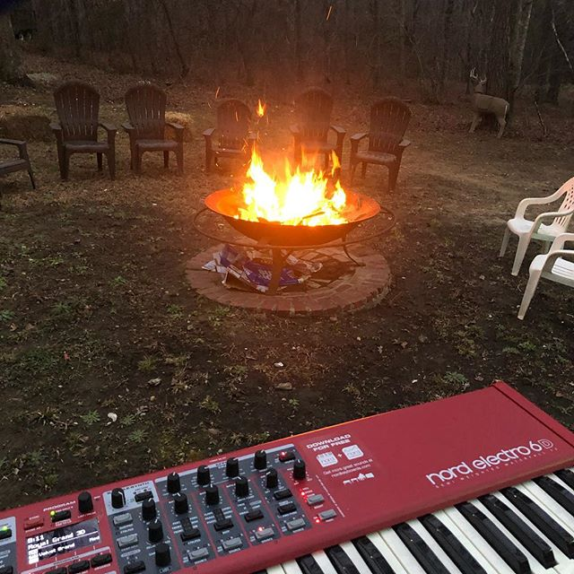 Show by the fire! #livemusic