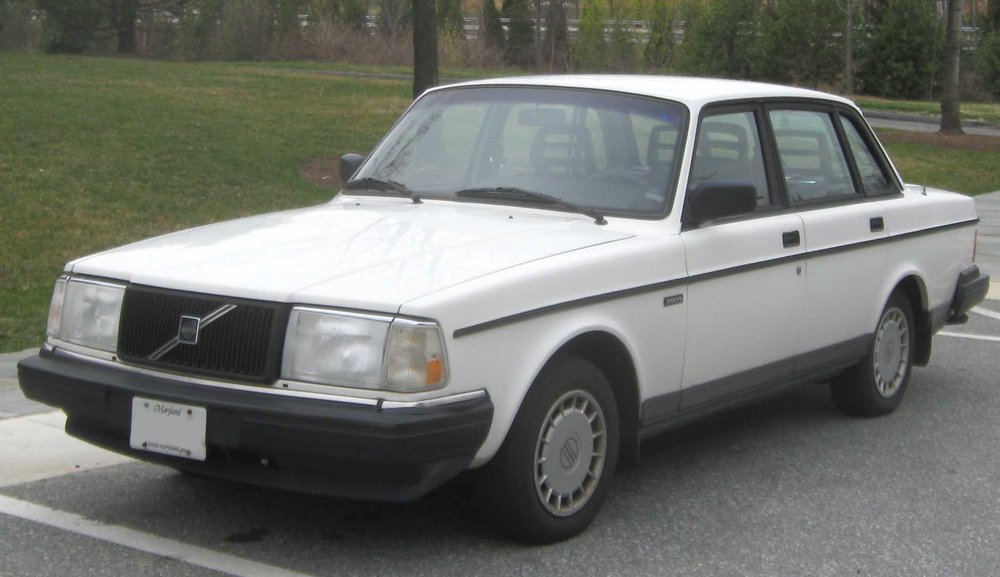 Volvo_240_sedan_1.jpg
