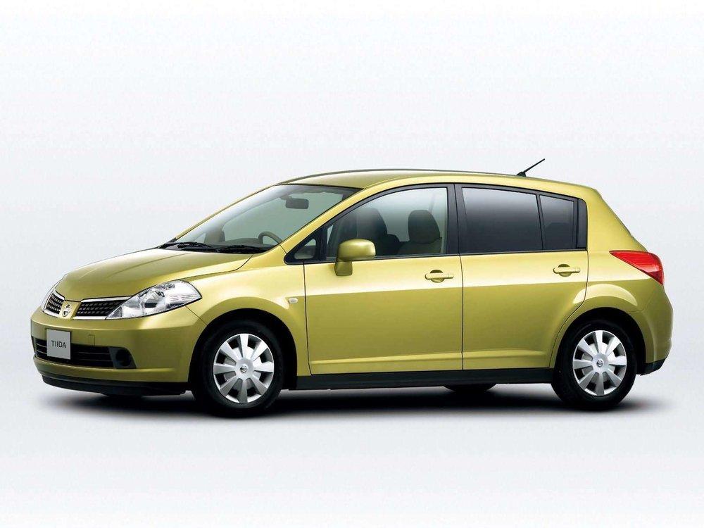 Nissan-Tiida-2004-1600-09.jpg