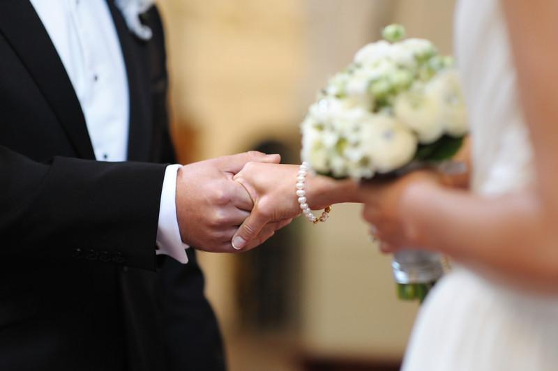 wedding couplecanstockphoto3045705.jpg