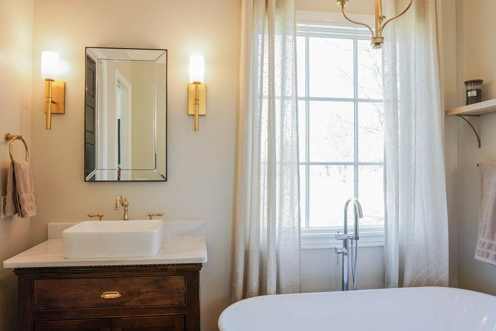 38 Master Bathroom .jpg