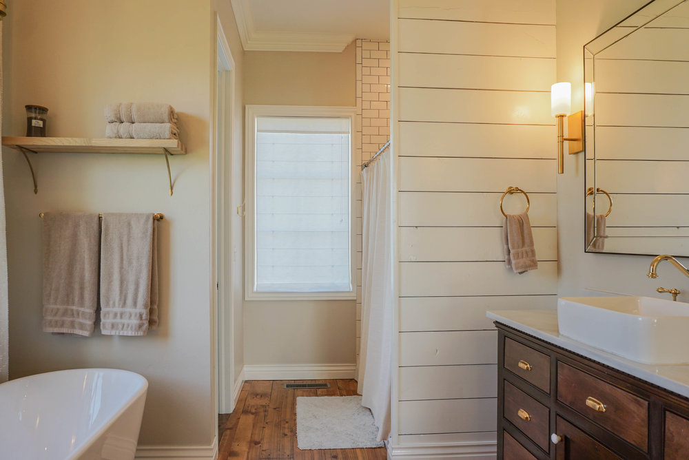 39 Master Bathroom .jpg