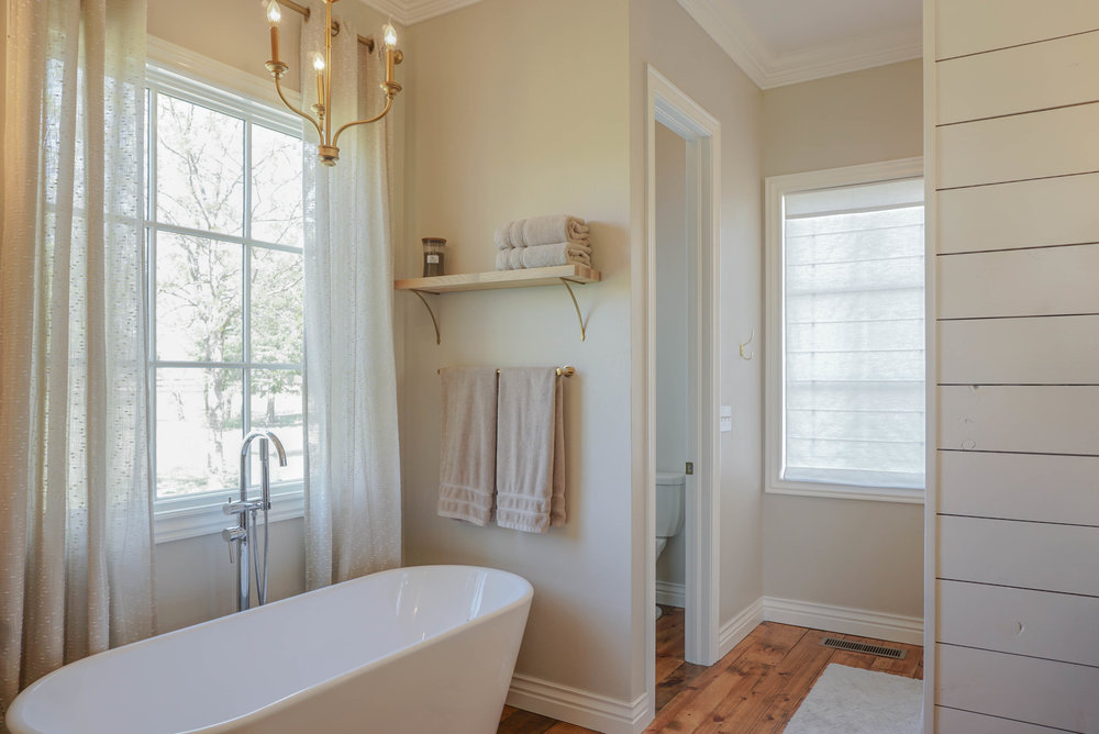 40 Master Bathroom .jpg