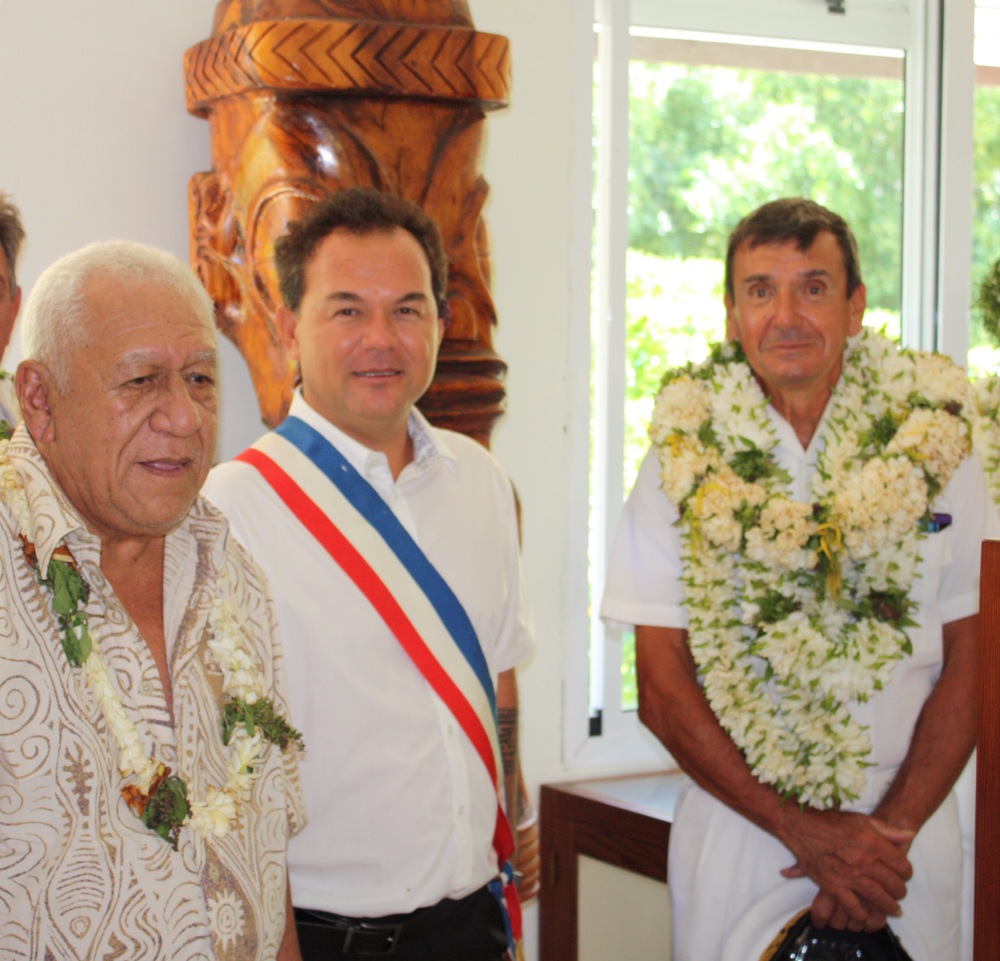 Felix Barsinas, Mayor of Tahuata (center) and Tetahi Tetahiotupa, Museum cofounder (left) giving French officials a tour of the Museum.