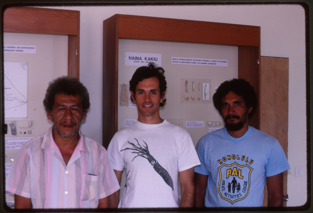 1987. T. Tetahiotupa, B. Rolett and T. Teiefitu upon completion of the original three display cases. These exhibited artifacts from the first archaeological excavations on Tahuata.