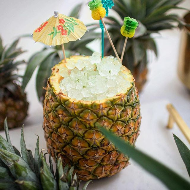 It's a hot one ☀️🔥 please stay hydrated! 🍍#pineapple  Pineapple Sunny Swizzle 2 oz White Rum 1 oz Fresh Pineapple Juice .75 oz Orgeat .75 oz Lime #crushedice #tikicocktails