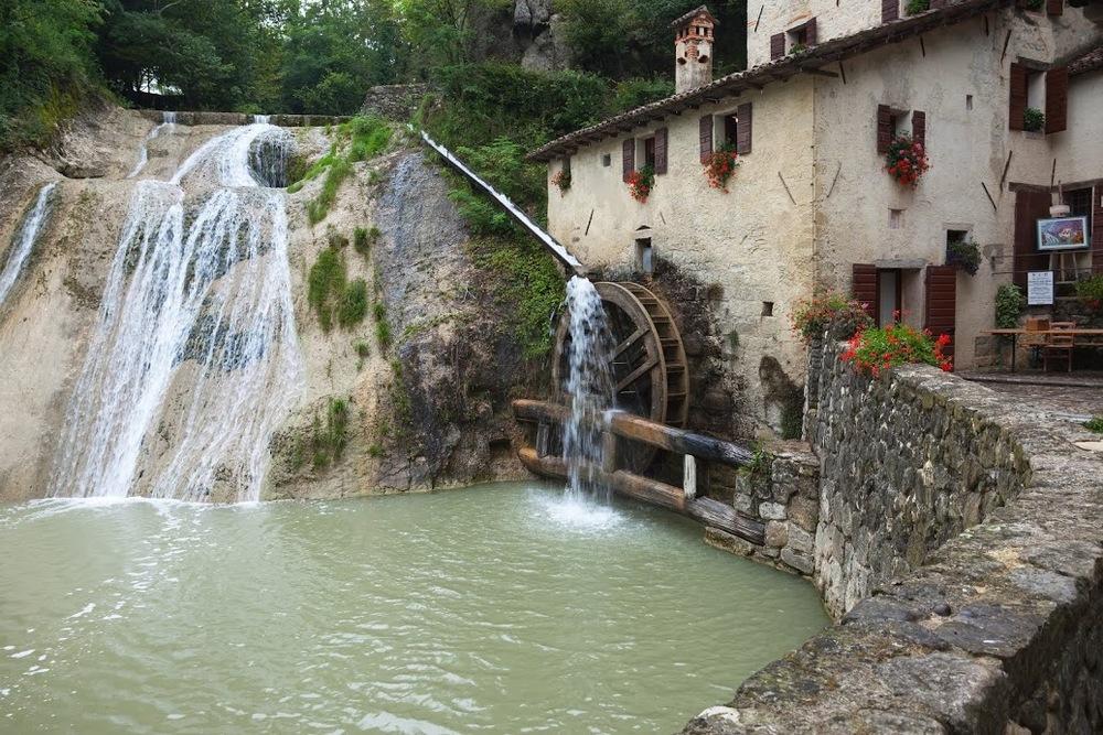 Prosecco hills Molinetto della Croda .jpg