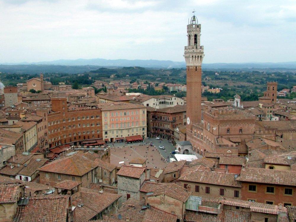 Piazza_del_Campo_(Siena).jpg