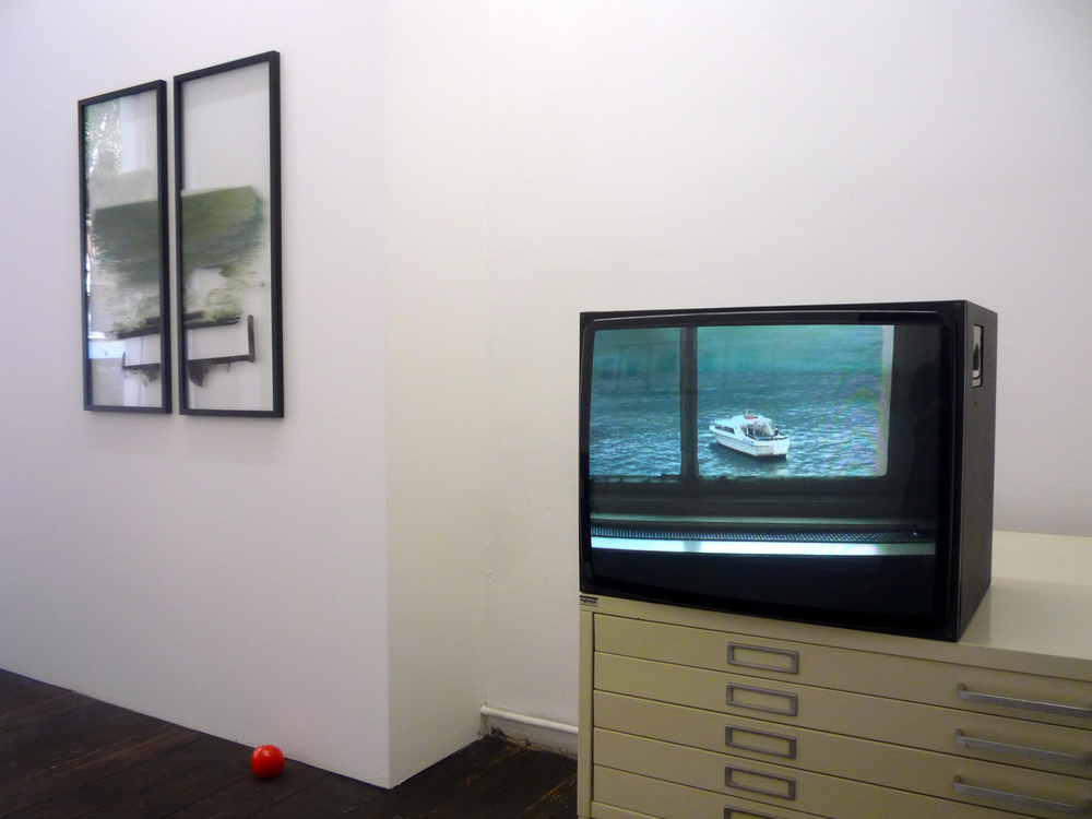 o.T. (Diptychon), 2012, Oil paint on glass, each 100 x 40 cm The Fifth Wall, 2011-2012, Final Cut, Mini DV on DVD, 1 / 3 + 2 AP, 9 Min. Installation view, KM, 2012