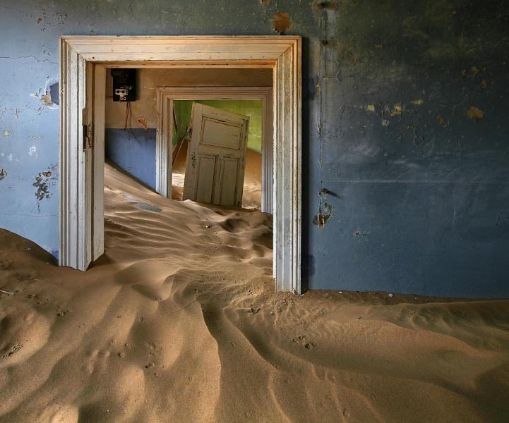 http://www.bestphotosite.net/kolmanskop-ghost-town?fb_comment_id=213524235448873_814991