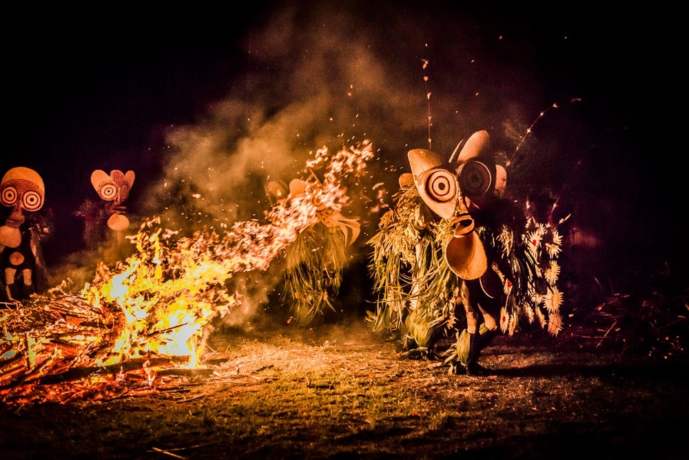 Image Credits: http://garylatham-photography.blogspot.in/2014/10/fire-walk-with-me-baining-fire-dancers.html