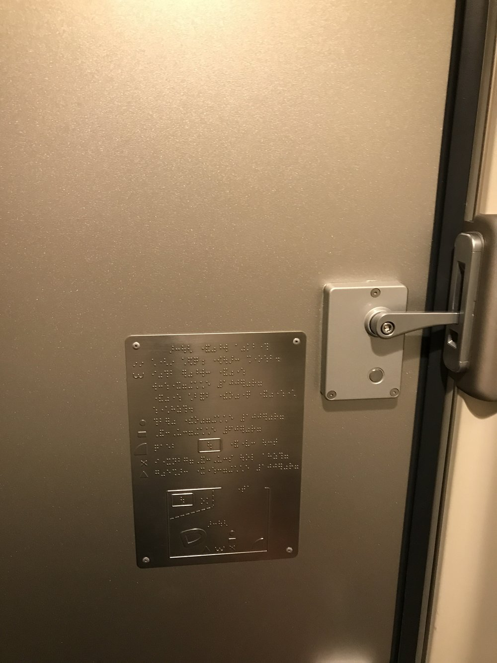Instructions in braille in Shinkansen washroom