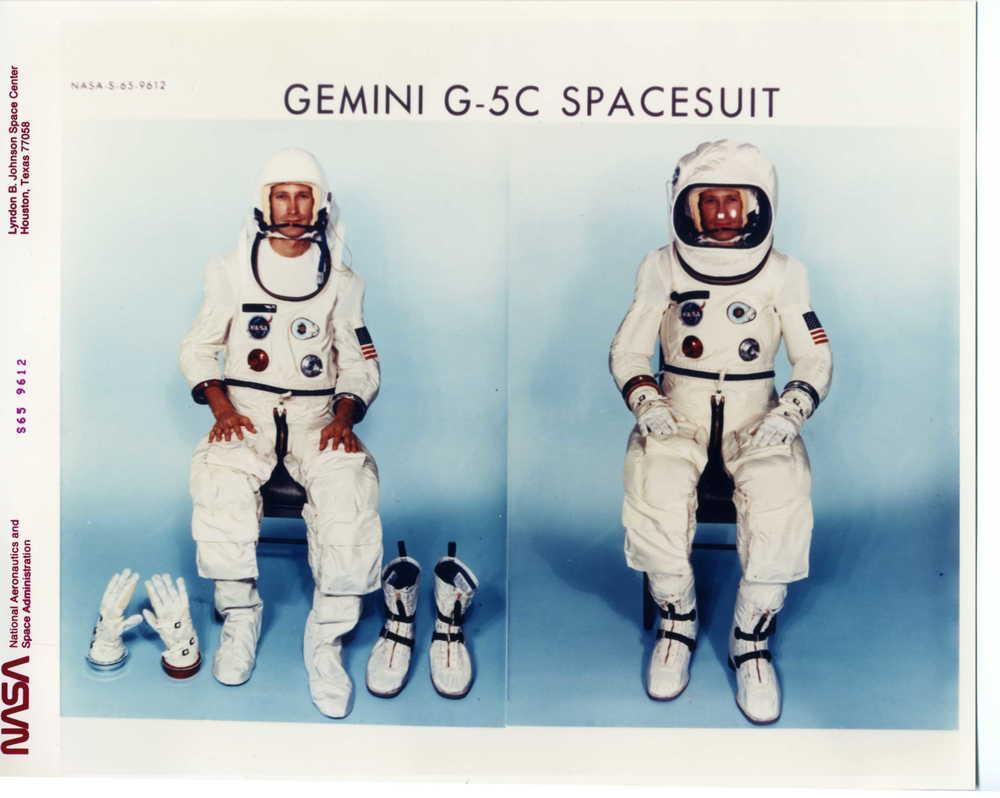 1965 Gemini G-5C spacesuit S-65-9612.jpg