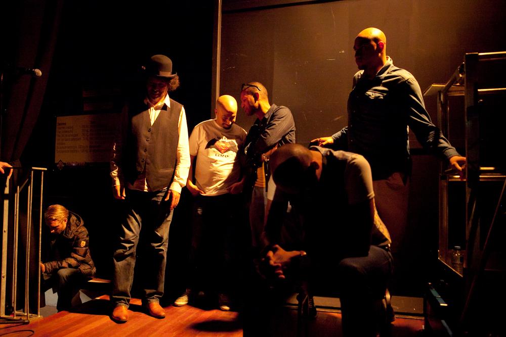 Peter Pannekoek, Hakim Traïdia, Drizay, Samir Fighil, Leon van der Zanden, Big Ed backstage bij Theater Diligentia