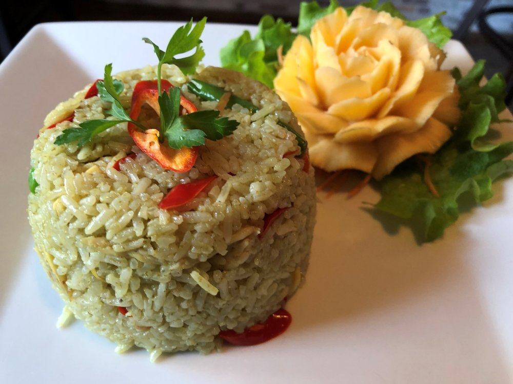 Khao Pad Gaeng Kiew Wan Gai  - Fried rice with green chicken curry