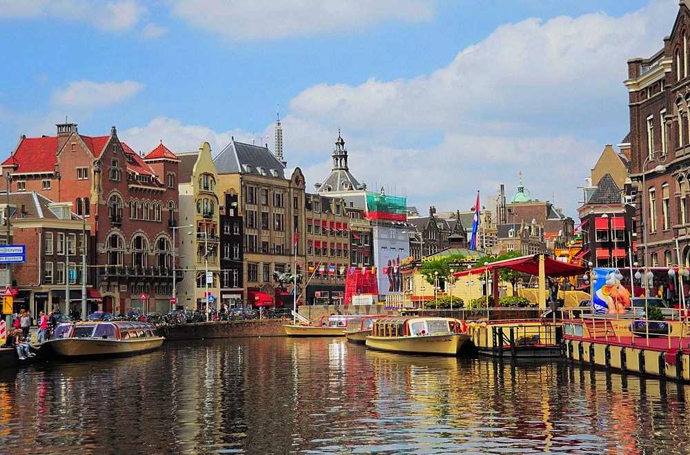 amsterdam waterway yoga retreat destination