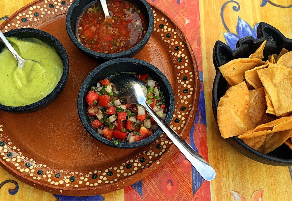 salsa-guacamole-mexico-food
