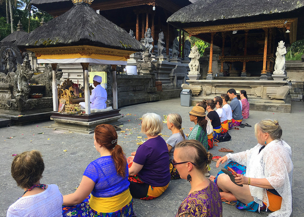 temple-ceremony-in-bali-drishti-journeys