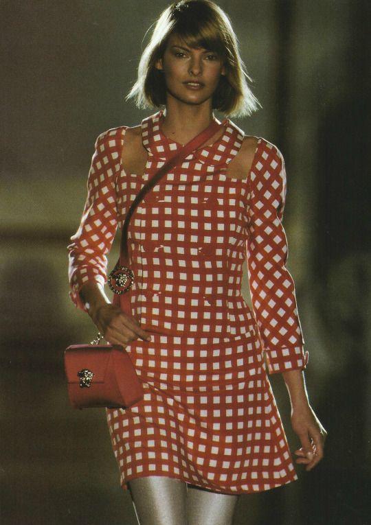 Linda Evangelista, 1994 Versace Couture. via  Pinterest .