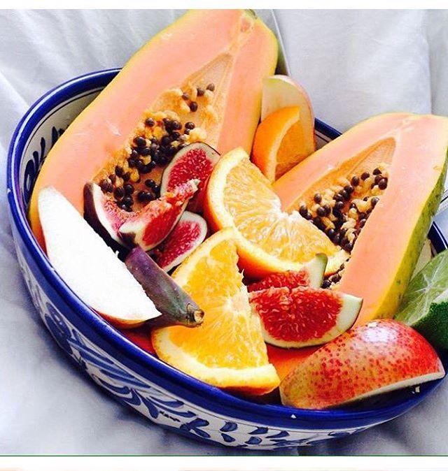 Sunshine Fruits to brighten up our Monday #Fruit #tropical #Papaya #Oranges #Citrus #VitaminC #Fibre #nutrition #Mornings #RainbowPlate #vegan #veganfoodahare